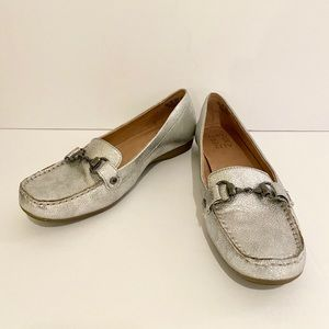 ❤️ Naturalizer Silver Loafers